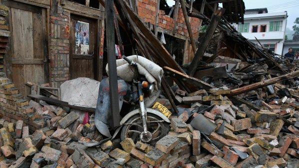 656 станаха погребаните под срутената сграда в Бангладеш