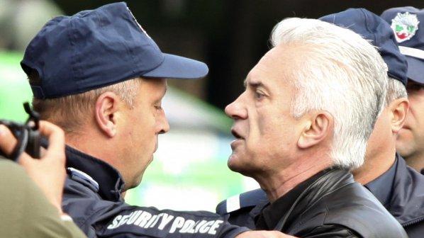 Екип на СКАТ с жалба срещу Волен Сидеров