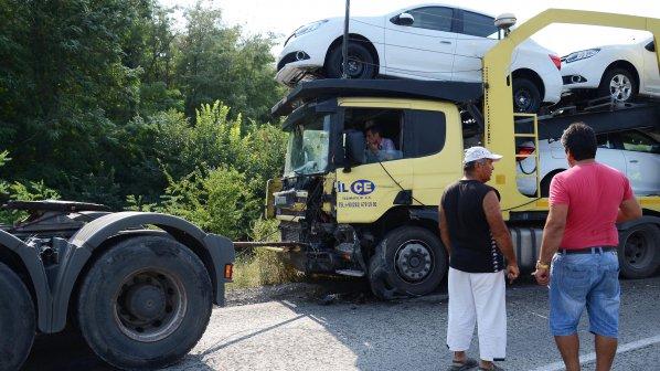 Водач загина при тежка катастрофа край Килифарево (обновена+снимки)