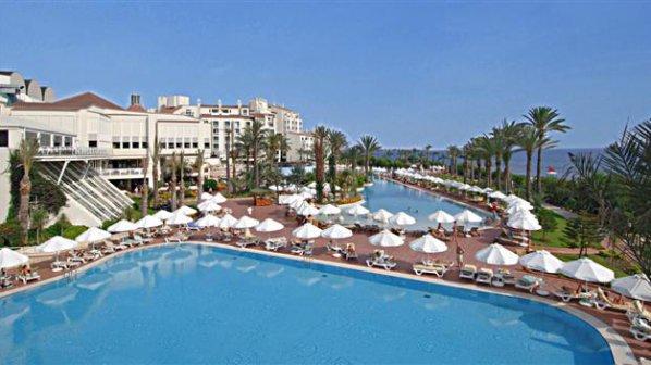 Най-малко 100 британски туристи се отровиха в турски курорт
