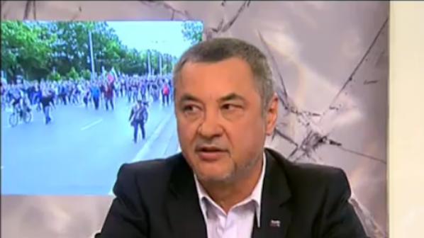 """Валери Симеонов: """"Атака"""" е политическа проститутка"""