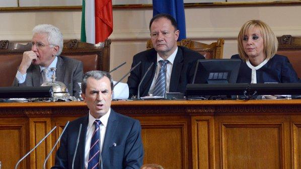 Фейсбук закипя: Орешарски подаде оставка!