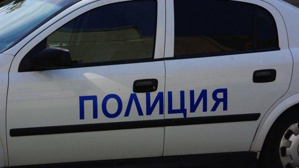 """Подпалиха """"Мерцедес"""" до полицейско управление в София"""