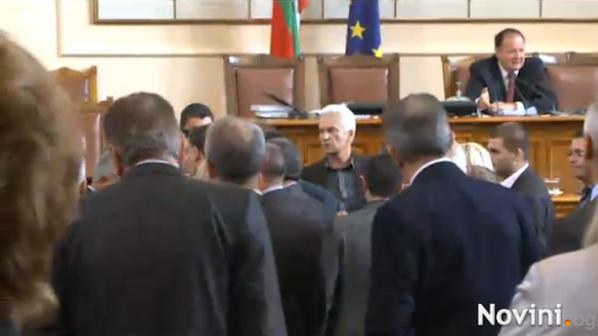 Лют скандал в НС! Цветанов и Сидеров пред бой (видео)