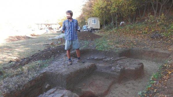Търсят 15 000 лв. заради могилата край Свещари