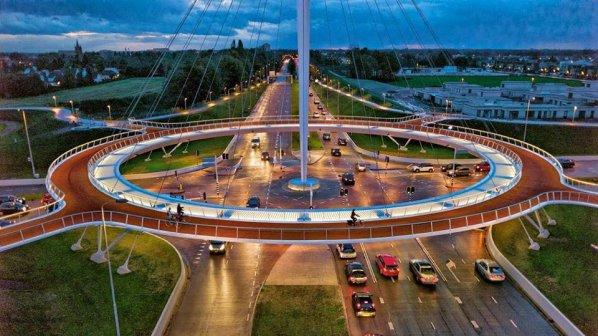 Въздушно кръстовище за колоездачи бори трафика в Холандия