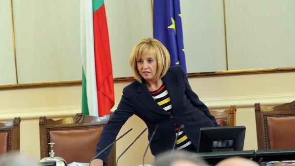 Мая Манолова: Няма бити пред парламента