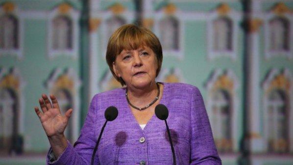Меркел насърчи Самарас да продължи ползотворните реформи