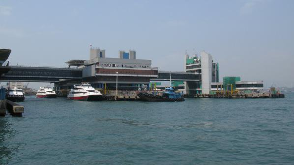 Над 80 души пострадаха при инцидент с ферибот в Хонгконг