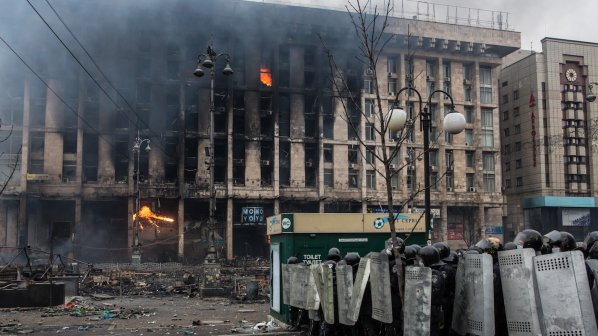 Протестиращите в Киев окупираха държавната телевизия! Армията получи разрешение да използва оръжие (