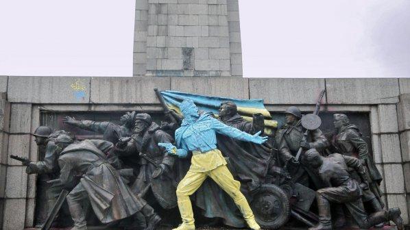 Евронюз свали от Фейсбук снимката на боядисания паметник на Съветската армия