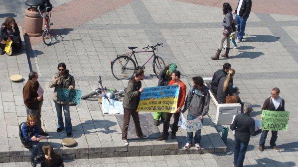 Вял протест в Пловдив за Карадере (снимки)