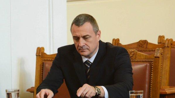 Изслушват министър Йовчев за гумите натъпкани с кокаин