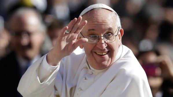 Жени молят папата да се откаже от обета за безбрачие