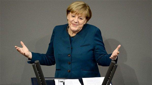 Меркел предлага на Великобритания отстъпки, ако приеме кандидатурата на Юнкер