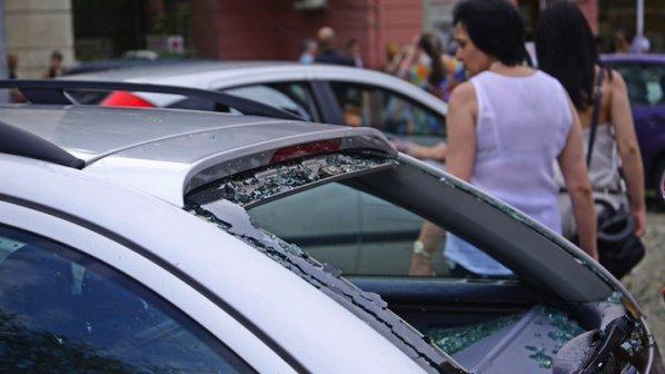 КАТ прави жест: Без глоби за коли без стикери