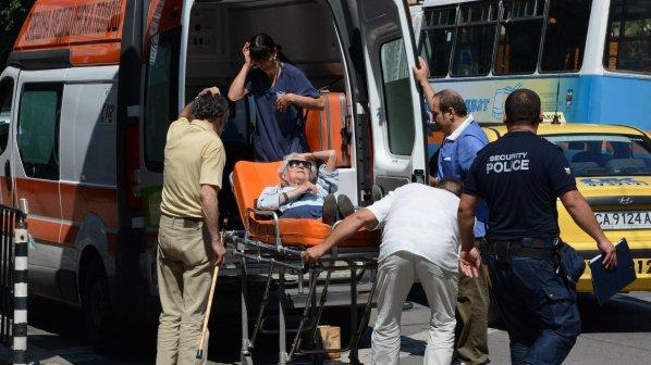 Жена припадна пред болница, там не я приеха (галерия)