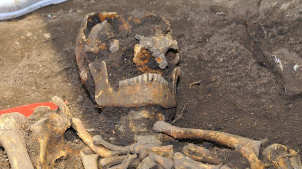 Трети скелет намериха при средновековната крепост Вратица (снимки)