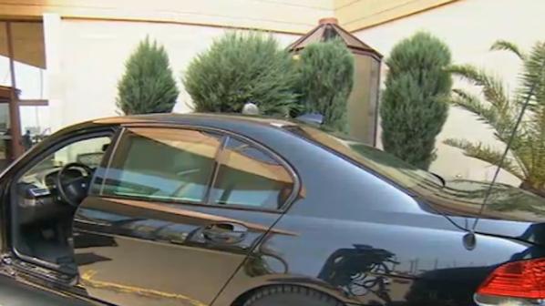 Защо колата на виден европейски политик стои на трупчета в България?