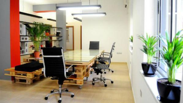 Функционални мебели от палети за офиса