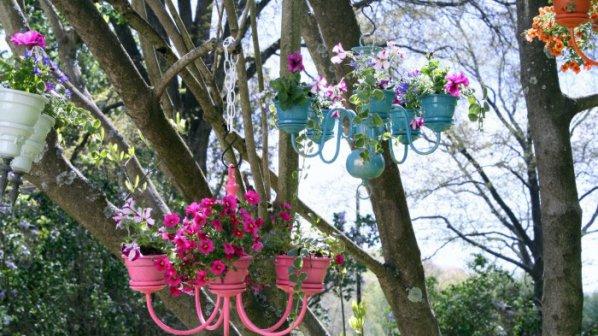 Градинска стойка за цветя от стар полилей