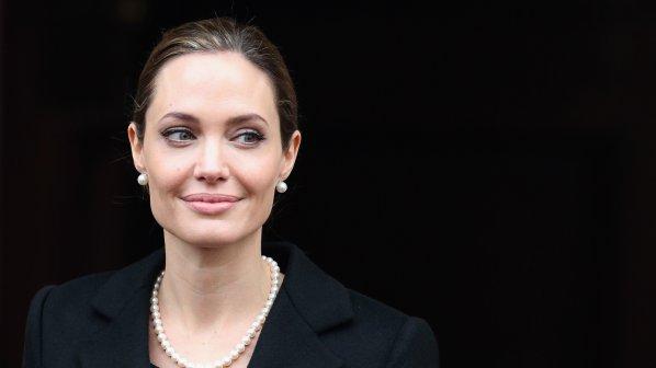 Анджелина Джоли купи пишещата машина на Ърнест Хемингуей