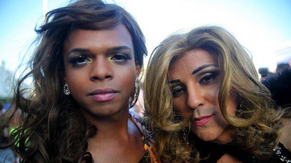 Многохиляден гей парад премина по улиците на Делхи
