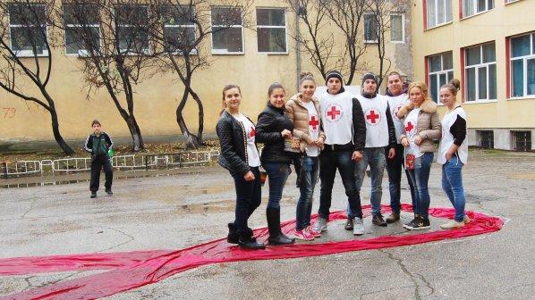 Ученици от Харманли се включиха в АнтиСПИН кампания