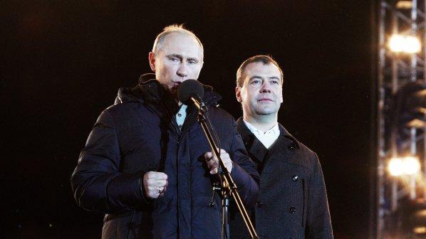 Дипломат от САЩ: Путин ще свали Медведев скоро