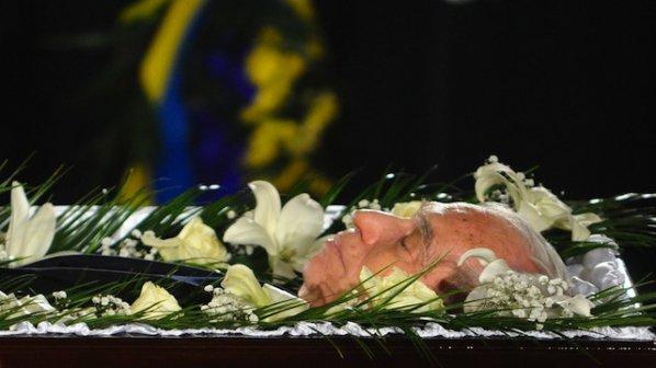 Погребват Желю Желев в тесен кръг
