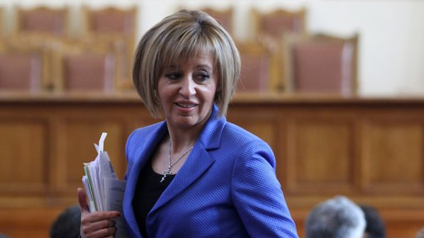 Манолова: Парламентът се превърна в борса за купуване на гласове