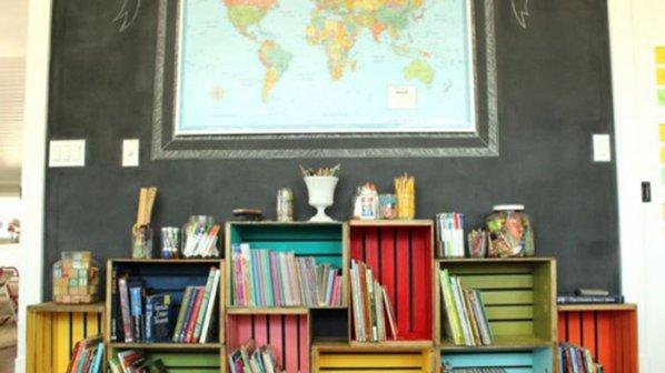 Цветна етажерка за детска стая