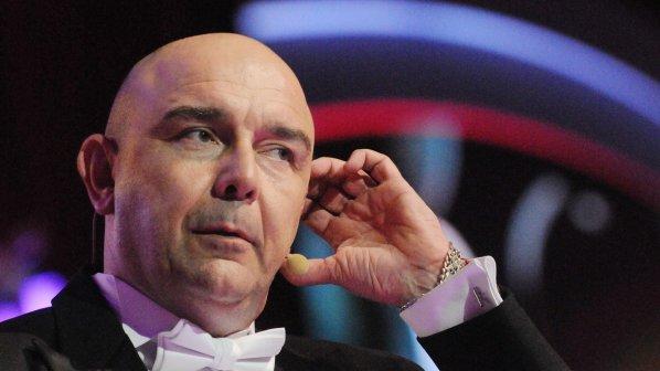 Калин Сърменов в скандал в столичен мол, отвори сам вратите на спрял асансьор
