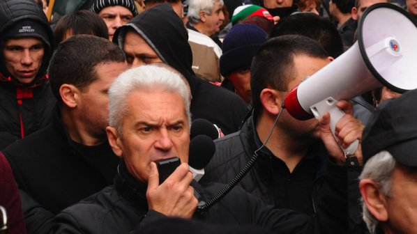 Политиците ни лижат, лъжат и мажат, обяви Сидеров и поведе третомартенското шествие (обновена+видео)