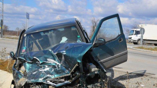 Един загинал и 11 ранени на пътя за денонощие