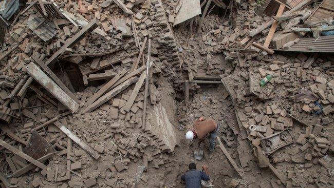 Расте броят на жертвите в Непал, десетки вторични трусове (видео+галерия)