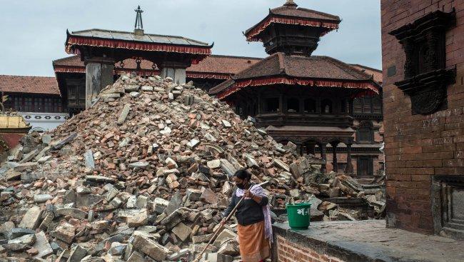 Първата българка, завърнала се от Непал: Врани предсказваха нови трусове