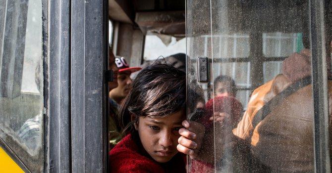 Търговци на жива плът търсят жертви в разрушения Непал