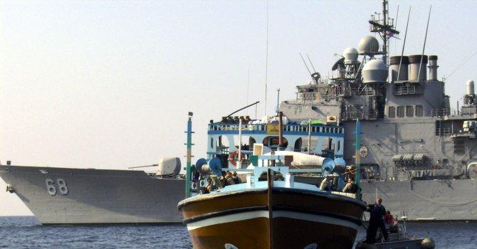 Ирански кораби са отправили предупредителни изстрели срещу сингапурски товарен кораб