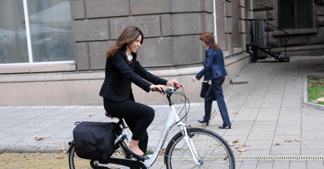 С колело за 30 минути пресичаме София