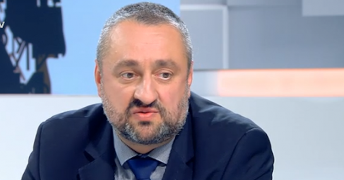 Борисов, като коментира съдебната система, не се ли меси в нея, запита Ясен Тодоров