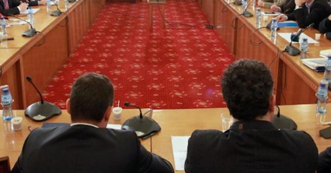 Комисията по енергетика прие отсрочката за поскъпването на тока