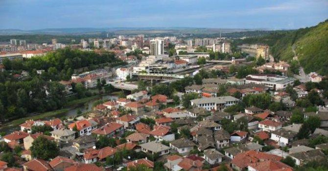 Десетки опасни сгради в Ловеч