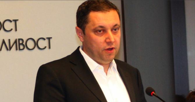 Яне Янев осъди Сидеров  за 28 хил. лева