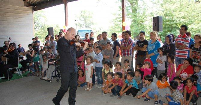 Плевенската филхармония изнесе концерт за бежанците в Харманли (снимки)