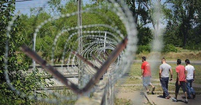 Оградата срещу имигранти на Унгария ще е готова до 30 ноември