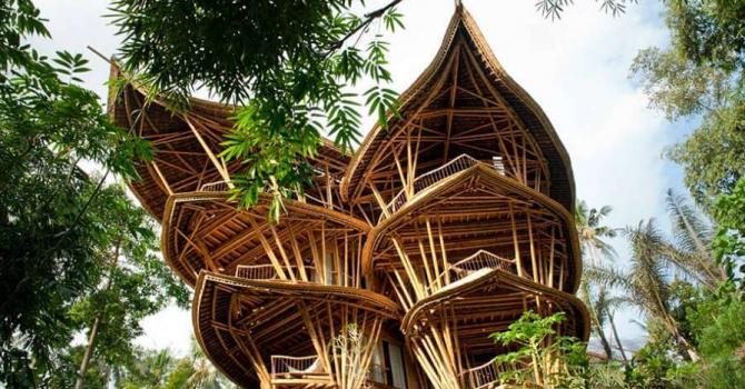 Невероятна къща от бамбук в Бали