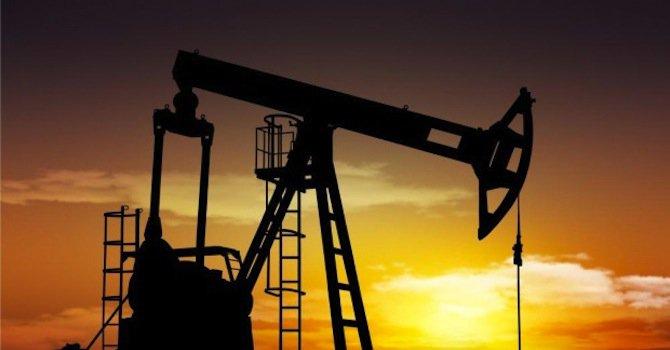 Петролът е на път да отчете най-солидни месечни загуби с близо 20% от началото на годината