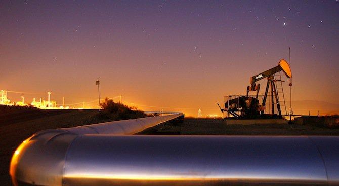 Курсът на петрола спадна до най-ниското си ниво за шест години