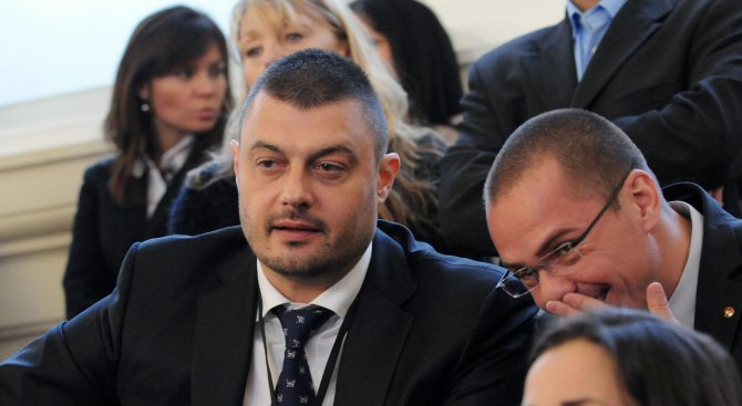 Бареков поиска от Борисов да уволни Яне Янев